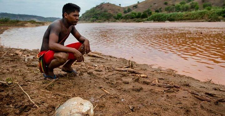 "Geovani Krenak laments the death of the Rio Doce: ""we are one, people and nature, only one,"" he says. Photo: Reproduction."